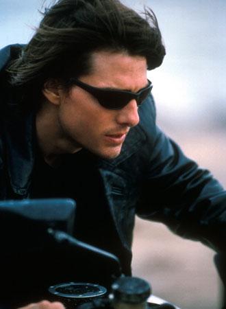 バイクに乗るトム