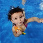【画像まとめ】赤ちゃんは泳げる!?赤ちゃん用水着はあるの?のサムネイル画像