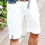 【夏服の定番メンズアイテム】爽やかに白パンツを履きこなそう!のサムネイル画像
