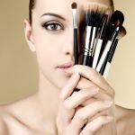 リキッドファンデーションはブラシで塗って艶やかな肌になろうのサムネイル画像