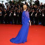 【画像多数】海の青?空の青?美しい青のドレスを纏ったセレブ達のサムネイル画像