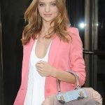 【セレブ画像】人より目立つ&可愛いピンクのジャケットを着よう♪のサムネイル画像