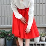 今年トレンドの赤スカートで、艶っぽい大人モテコーデになろう!のサムネイル画像