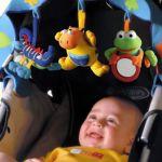 赤ちゃんと楽しくおでかけ♪ベビーカーにつける人気のおもちゃ3選のサムネイル画像