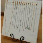 お気に入りのネックレスを可愛く、おしゃれに収納しましょう!のサムネイル画像