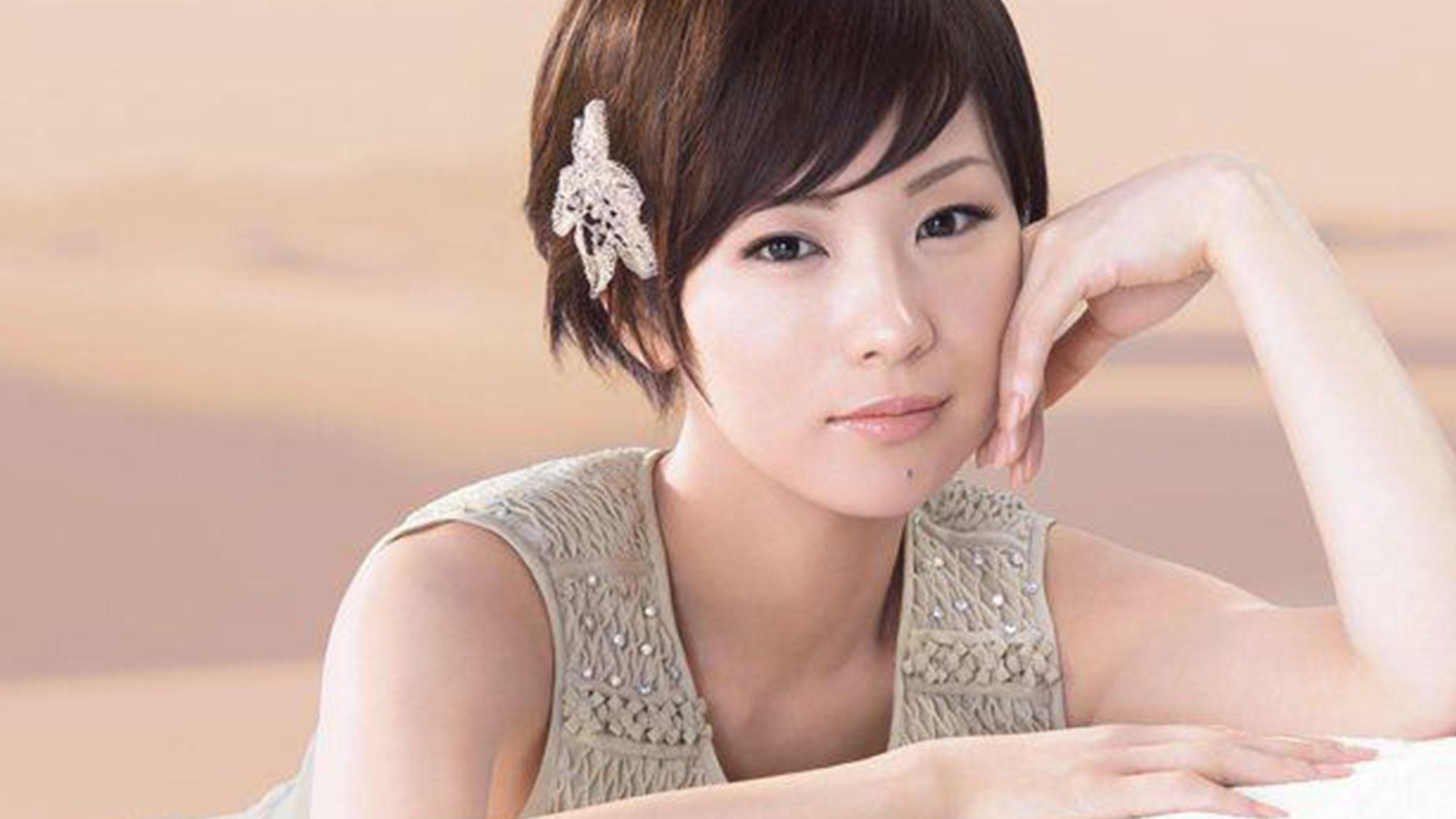 化粧品広告の椎名林檎