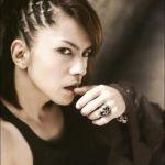 「L'Arc〜en〜Ciel」「VAMPS」のヴォーカリストhydeの髪型に注目!のサムネイル画像