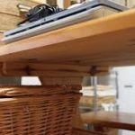 テーブルはいつでもスッキリさせたい☆テーブル下収納を活用しよう!のサムネイル画像