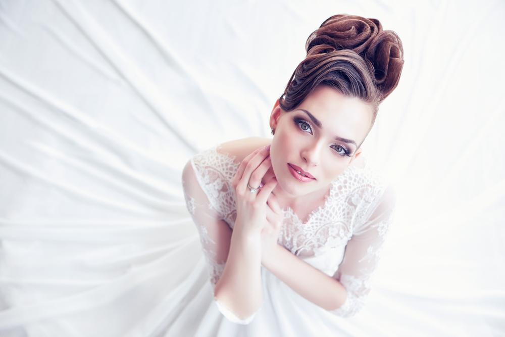 結婚式 髪型 ミディアム 自分で カチューシャ