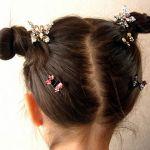 子どもが喜ぶ?!自分でもアレンジできる小学生のおしゃれな髪型のサムネイル画像