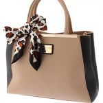 手持ちのバッグをおしゃれなスカーフで巻いて可愛く使おう♡のサムネイル画像