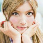 韓国の人気グループ少女時代よりもローラの方がスタイル抜群!?のサムネイル画像