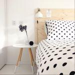 あると便利なアイテム【ベッドサイドテーブル】使ってますか?のサムネイル画像