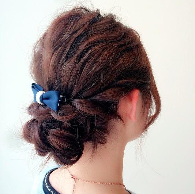 バレッタで結婚式のヘアアレンジ!簡単なのに大人可愛いヘアスタイル|MARBLE [マーブル]