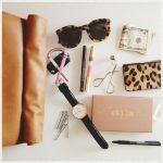 クラッチバッグの中身、スッキリまとめてスマートに女子力アップ!のサムネイル画像