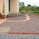 庭作りの一環で砂利を敷きたい。自分でできる?費用はどれくらい?のサムネイル画像