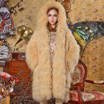 普通のコートに飽きてきたら次注目アイテムは『ファーコート』コーデのサムネイル画像