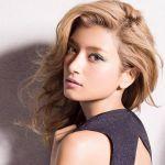 流行に敏感なモデルの髪型をチェック、ポイントは美しい愛らしさのサムネイル画像