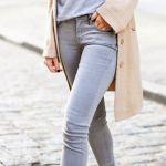 【グレーのパンツ】ベーシックカラーでいろんな着こなしっ!のサムネイル画像