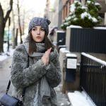 グレーニット帽を使ったコーデが可愛いです!可愛いアイテム!のサムネイル画像