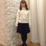 ニットの服が可愛いです!【グレー・ベージュ・赤】がおしゃれ♡のサムネイル画像