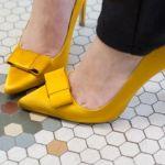 ビタミンカラー・黄色のパンプスでコーディネートにアクセントを!のサムネイル画像