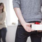 誕生日プレゼントにネックレスを贈る彼氏の心理「実は…」だった!のサムネイル画像