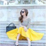 黄色のスカートは元気な女性の印象に。コーデを参考にしたいのサムネイル画像