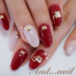 赤と白の2色で完成!大人の魅力たっぷりのネイルデザインをチェックのサムネイル画像
