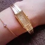 大人の女性の腕時計なら上品でおしゃれなゴールドがおすすめ!のサムネイル画像