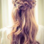 花嫁にもゲストにもおすすめ!結婚式ハーフアップヘアまとめ!のサムネイル画像