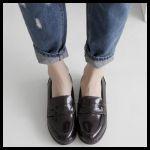 レディースファッションの足元は、ローファーでおしゃれに!のサムネイル画像