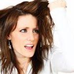 【髪がくせ毛になる原因】遺伝だけではない!生活習慣の改善が必要のサムネイル画像