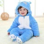 赤ちゃん誕生のお祝いにはおしゃれな服を渡そう♡人気の出産祝いは?のサムネイル画像