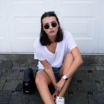 ブイネックのtシャツでキレイにヘルシーな肌見せをしちゃおう!のサムネイル画像