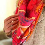 【シルクスカーフ】シルクのスカーフを使ってコーデにインパクト♡のサムネイル画像