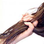 【女性必見】髪が抜けると悩んでいる人へ!原因と対策をご紹介♡のサムネイル画像