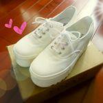 【トレンドの厚底スニーカーは白で爽やかにきめちゃおう♡】のサムネイル画像