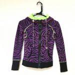 男女問わず着る事の出来るカラーの紫‼紫のパーカーはいかがですか?のサムネイル画像