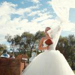 【冬の結婚式】花嫁さんも参列者もおしゃれなドレスで参加しよう♡のサムネイル画像