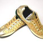 大人可愛いコーデにおすすめ!ゴールドカラーのスニーカー紹介のサムネイル画像