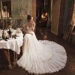 フォーマルなロングドレスは女性らしさ溢れるドレッシーな装い!のサムネイル画像