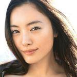 やっぱり素敵!画像で見る黒髪ロングヘアーが似合う女性芸能人5選のサムネイル画像
