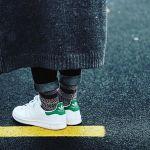 おすすめの白スニーカーブランドとおしゃれなコーディネートのサムネイル画像