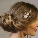 花ヘアピンを使った大人のウェディングヘアスタイルをご紹介のサムネイル画像