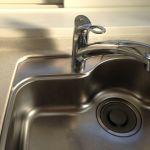 キッチンの排水溝のヌメリを、しっかり取り除くお掃除の方法とはのサムネイル画像