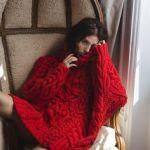 赤セーターでロマンチックでガーリーな冬コーデを楽しもう!のサムネイル画像