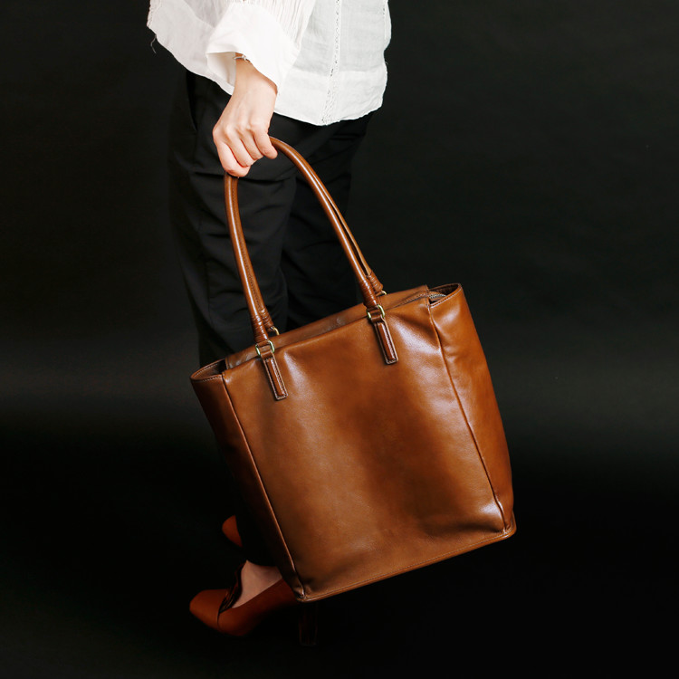 Reflection - PLESOIE TOTE (BROWN) -
