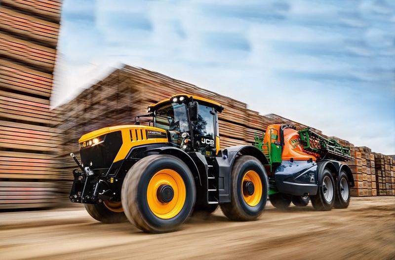 農用拖拉機也可以「尬車」,JCB Fastrac 8000 極速達 217 公里!