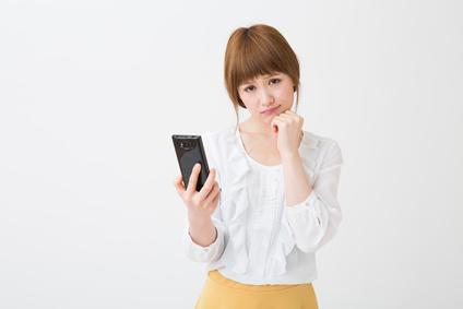 [彼の気持ち]彼氏の浮気がLINEで発覚!携帯を見た罪悪感もあって複雑…